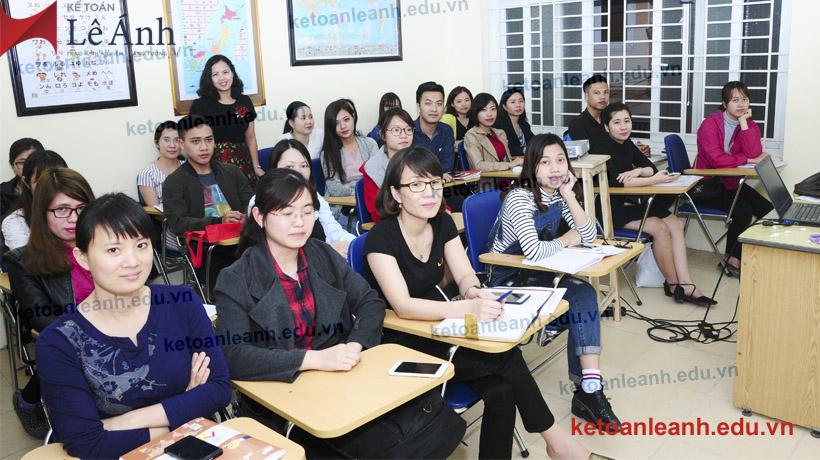 hình ảnh lớp học tại kế toán Lê Ánh